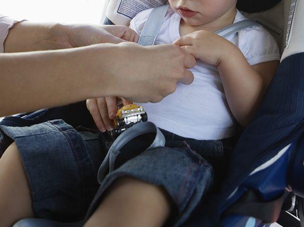 Yhdysvalloissa Texasissa kauhujen perhepäivähoitaja jäi kiinni turvaistuimeen asennetun pienen kameran avulla. Kuvituskuva.