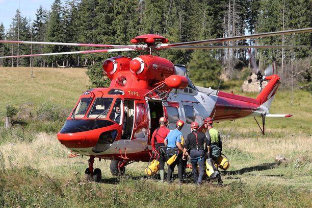 Yli kaksikymmentä ihmistä osallistuu Tatravuorilla järjestettävään pelastusoperaatioon.