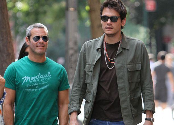 Keikoilla käymisen lisäksi Andyn ja John Mayerin voi bongata New Yorkin kaduilta, kuten tässä SoHossa.