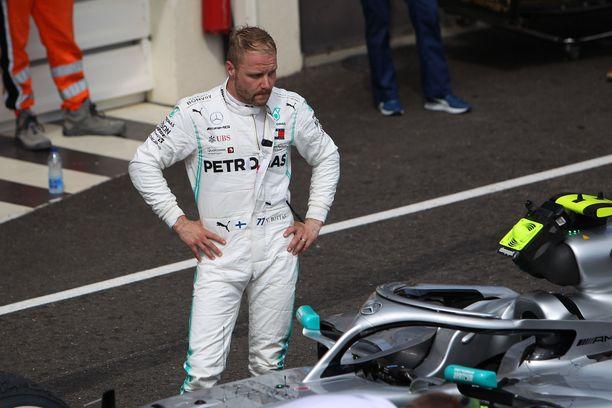 Ero MM-sarjan kärjessä vain kasvoi. Valtteri Bottas joutui tunnustamaan Lewis Hamiltonin nopeammaksi.