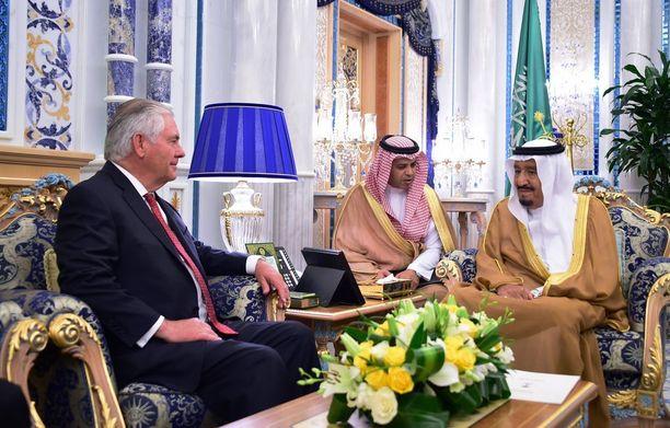 Yhdysvaltain ulkoministeri Rex Tillerson tapas keskiviikkona Saudi-Arabian kuningas Salmanin Jeddassa.