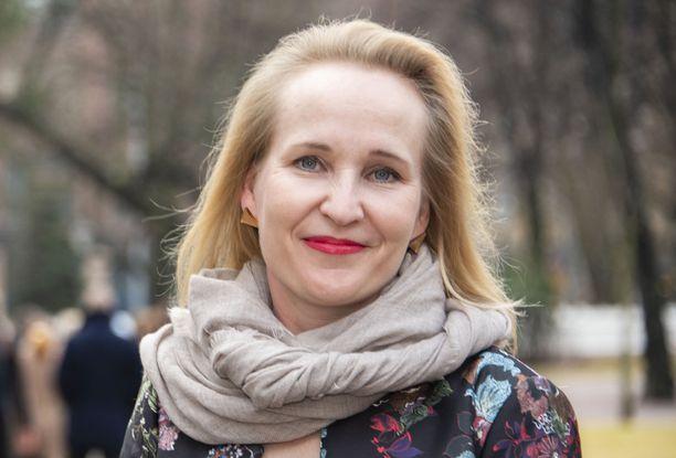 Minna Helle nimitettiin Teknologiateollisuuden uudeksi työmarkkinajohtajaksi,