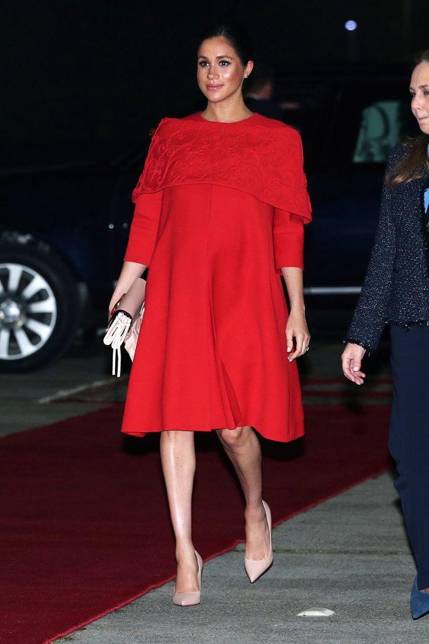 Meghan oli valinnut ylleen Valentinon mekon.