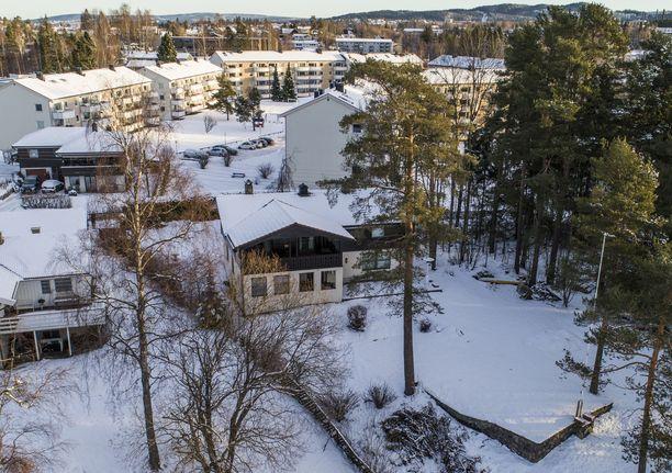 Pariskunnan asunto sijaitsee noin 15 kilometriä Oslosta pohjoiseen.