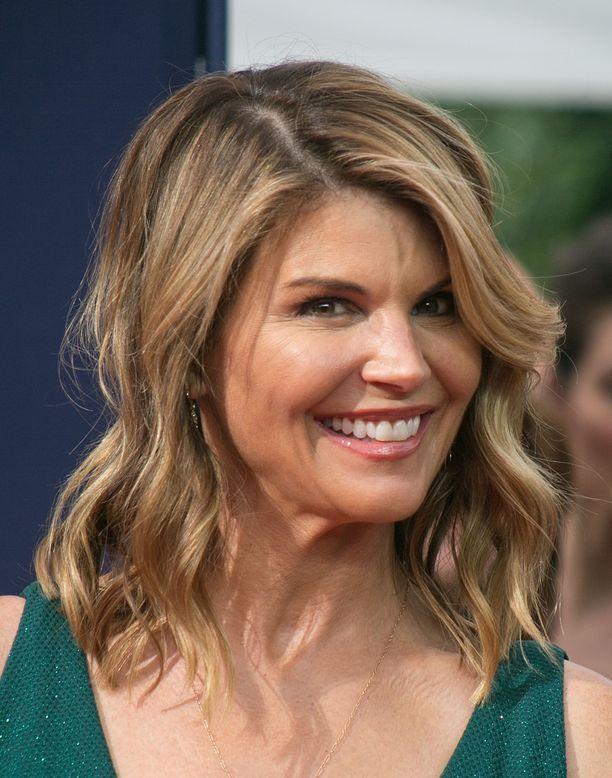 Lori Loughlin tunnetaan esimerkiksi sarjoista Full House ja 90210.