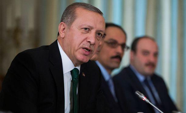 Presidentti Recep Tayyip Erdogan on sanonut eroavansa pestistään, jos Putinin väitteille löytyy todisteita.