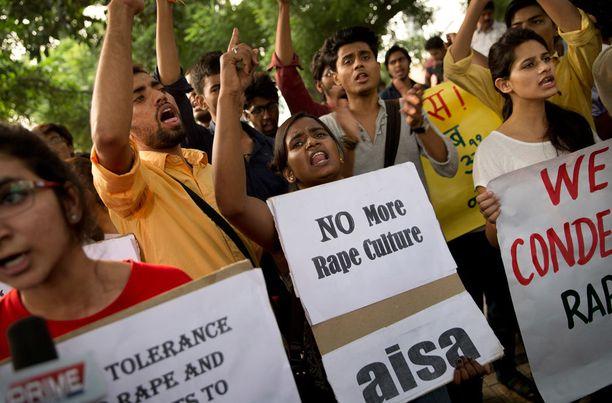Intiassa on järjestetty raiskausten vastaisia mielenosoituksia.