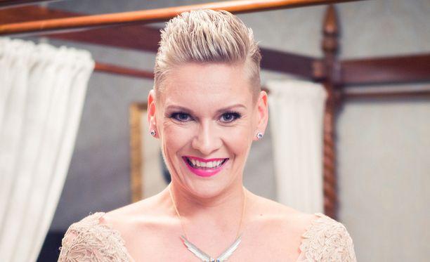 Heidi Sohlberg menetti hiuksensa syöpähoidoissa.