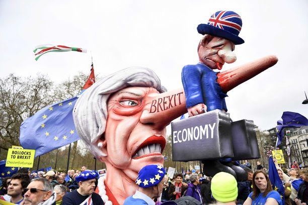Mielenosoitus on tietojen mukaan Lontoon historian suurin. Arvioiden mukaan siihen osallistui miljoona ihmistä.