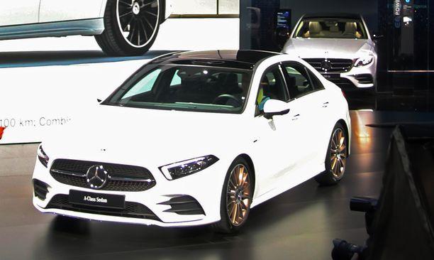 Tuleva työsuhdeautojen suosikki? Porrasperäinen A-sarjan Mercedes.