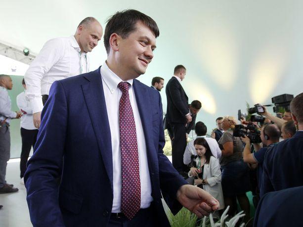 Kansan palvelja -puoluetta johtaa Dmitro Razumkov.