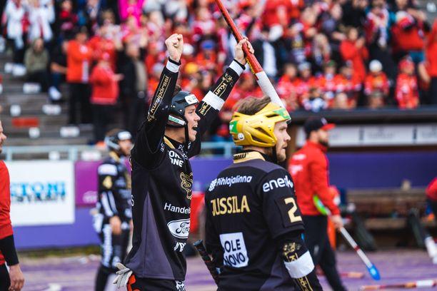 Joensuun Maila juhli vierasvoittoa Superpesiksen ensimmäisessä finaalissa.
