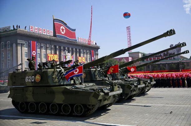Pohjois-Koreassa oli näyttävä sotilasparaati sunnuntaina.