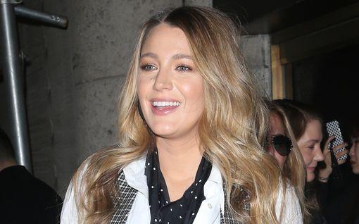 Blake Livelyltä tärkeä viesti vaatteita myyville luksusmerkeille - törmäsi ikävään ongelmaan synnytyksen jälkeen