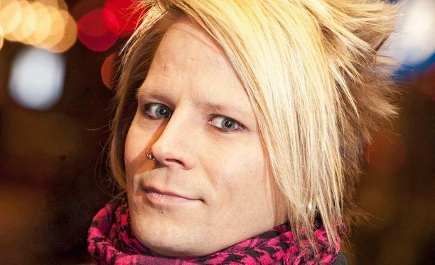 Sampsa Astala on menestyksekkään soolouransa lisäksi soittanut rumpuja muun muassa Lordi-yhtyeessä.