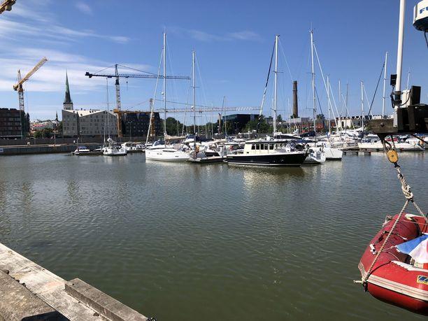 Ari Saarilammia etsittiin useita kertoja Tallinnan satama-altaasta.