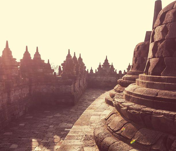 Borobudurin temppelialue Indonesian Jaavalla.