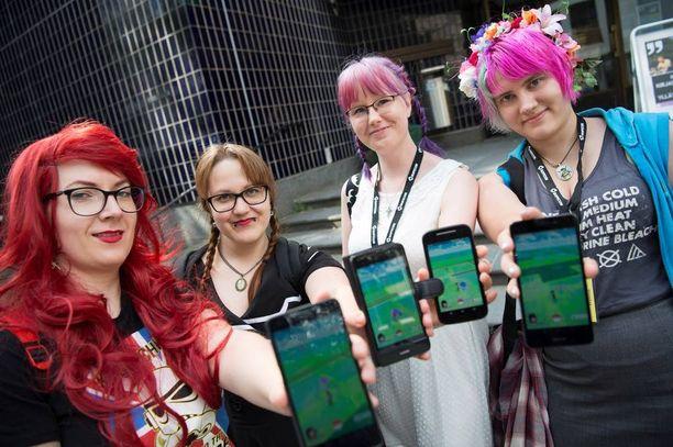 Anu Lepistö, Ilsa Tuohimaa, Johanna Salkomaa ja Outi Mussalo ihastuivat Pokémoneihin jo silloin, kun animaatiosarja aloitti Suomessa.