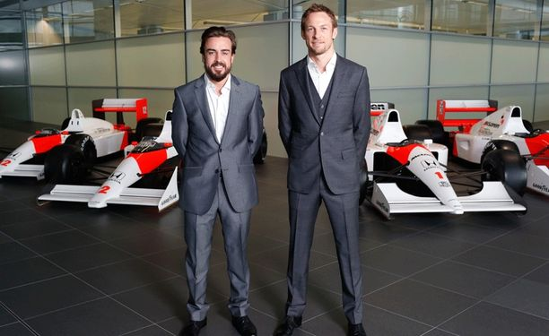 Fernando Alonso ja Jenson Button esiintyivät iloisina McLarenin tiedotustilaisuudessa.