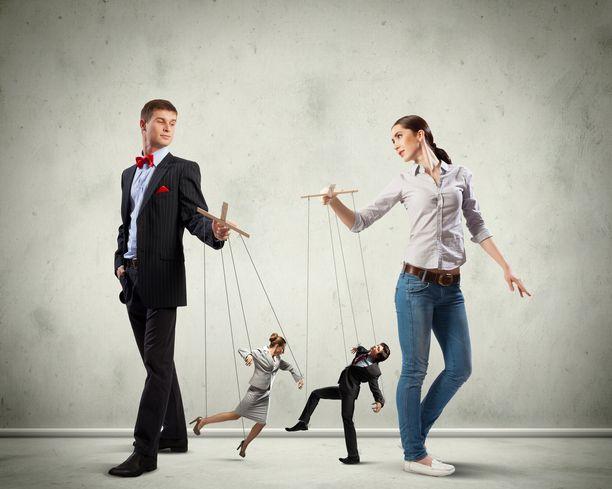 Psykopaatti on narsisti, joka manipuloi ihmisiä kuten haluaa.