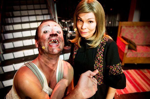 Miro Honkanen näyttelee uudessa näytelmässä Uuno Turhapuroa, ja Uunon vaimon roolissa nähdään Saija-Reetta Kotirinta.