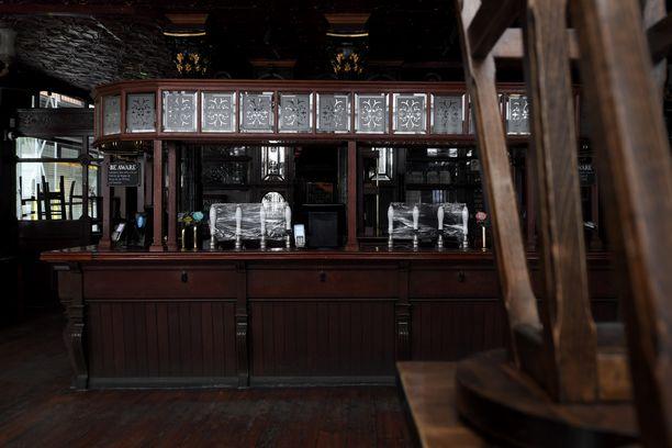 Oluthanat on kääritty kelmuun The Clachan -pubissa Lontoon Sohossa.