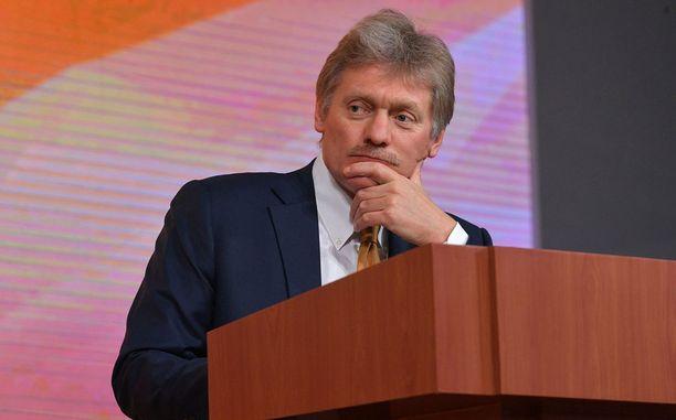 Dmitri Peskovin mukaan Britannian on pyydettävä anteeksi Putinia koskevat syytöksensä.