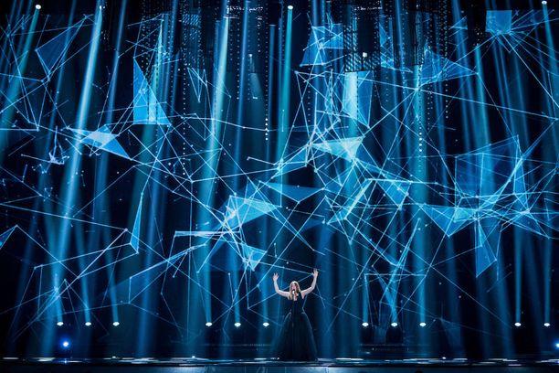 Belgian edustaja Blanche tuo City Lights -kappaleensa valot viisulavalle.