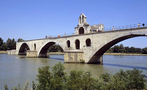 Kahdeksan ihmistä on haavoittunut moskeijan edessä tapahtuneessa ammuskelussa Ranskan Avignonissa.