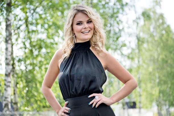 23-vuotias Erika Vikman on valovoimainen laulajatar, jolta taittuvat humpat, jenkat ja upeat tangot.