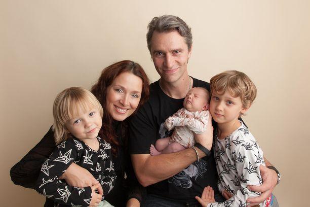 Taika-vauvan syntymä täydensi perheen onnen.