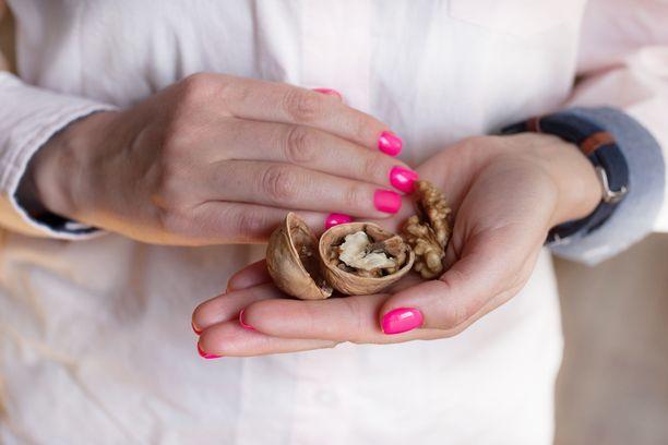 Pähkinät ovat hyvää syötävää terveyden ja muistin kannalta, sillä niissä on pehmeitä rasvoja.