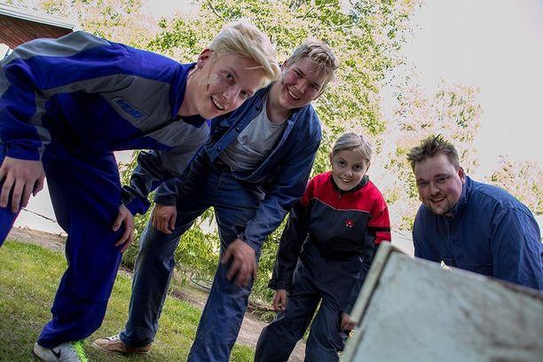 Markus Salonen, Emil Puputti, Jesse Tähtivuori ja Joonas Kuusisto nähdään kesäteatterin veljeksinä.