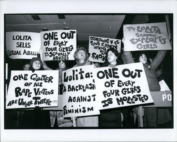 Vuonna 1960 järjestetty protesti muistutti, että lasten hyväksikäyttö on todellinen ongelma, ei vaan romaaneihin liittyvä juonikuvio.