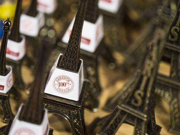 Aitoja ranskalaisia mini-Eiffeleitä Made in France -messuilla.