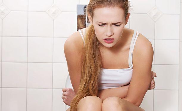 Ylipaino ja istumatyö aiheuttavat usein ummetusta, joka johtaa peräpukamiin ja mahdollisiin haavaumiin peräaukon suulla.