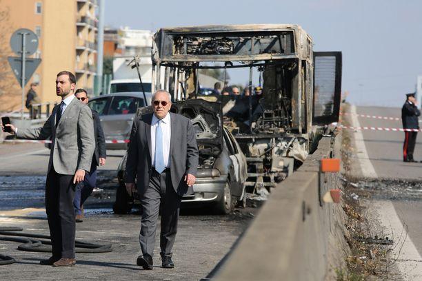 Syyttäjä Francesco Greco (oik.) ei ole toistaiseksi sulkenut pois terroristista motiivia.