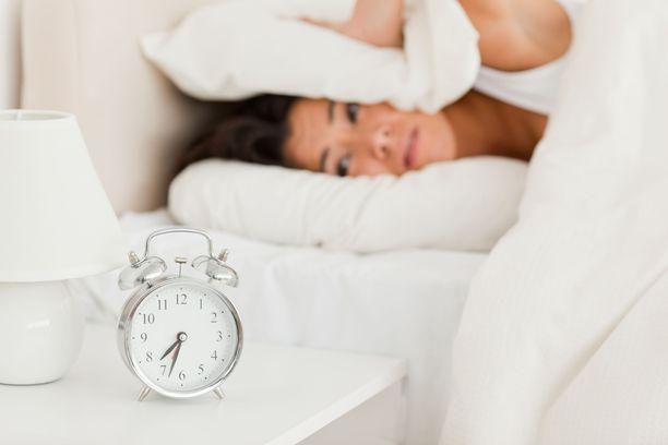 Unitutkijan mukaan aamulla tulisi saada nukkua oman luonnollisen unirytminsä mukaisesti.