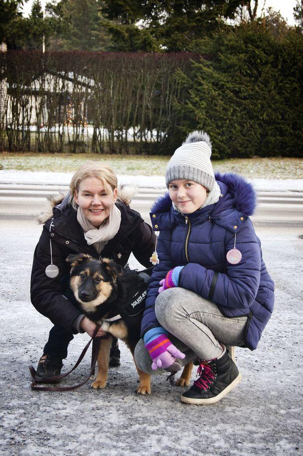 Katrina Engman ja hänen tyttärensä Meri Raitio iloitsevat Taikan seurasta.