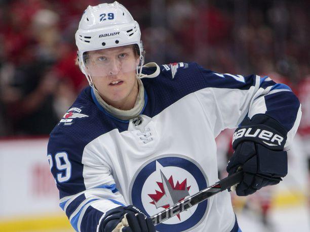 Patrik Laine on tehnyt tällä kaudella 25 maalia, mutta Flyersiä vastaan verkko ei heilunut.