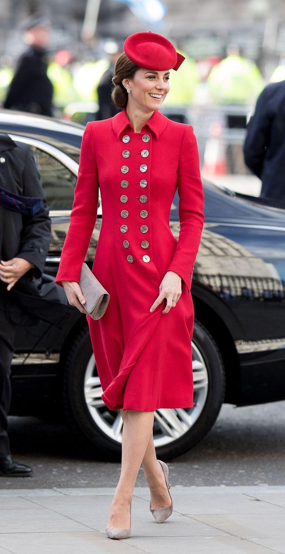 Catherine osallistui jumalanpalvelukseen Westminster Abbeyssa tässä asussa, joka edustaa perinteistä brittikuninkaallisten tyyliä.