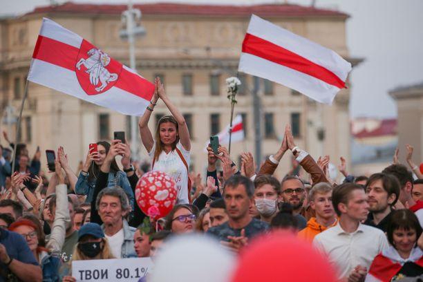 Valko-Venäjän mielenosoitukset ovat jatkuneet jo lähes viikon.