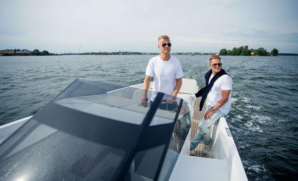 Jens Kyllönen (vasemmalla) ja Cheek ostivat jo toisen yhteisen veneensä.