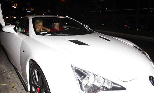 Paris Hilton ja River Viiperi kurvailivat tällaisella menopelillä Kaliforniaan mallitoimiston lanseerausbileisiin.