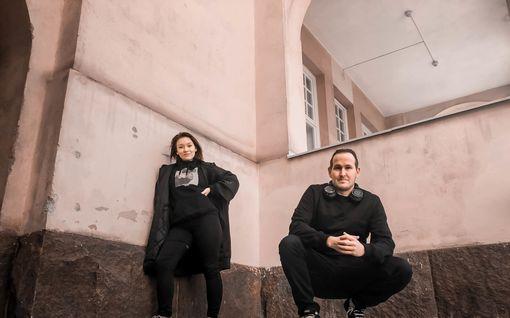 """Radiotähti Oku Luukkainen teki kappaleen siskonsa kanssa: """"Dialogi oli tosi suoraa"""""""