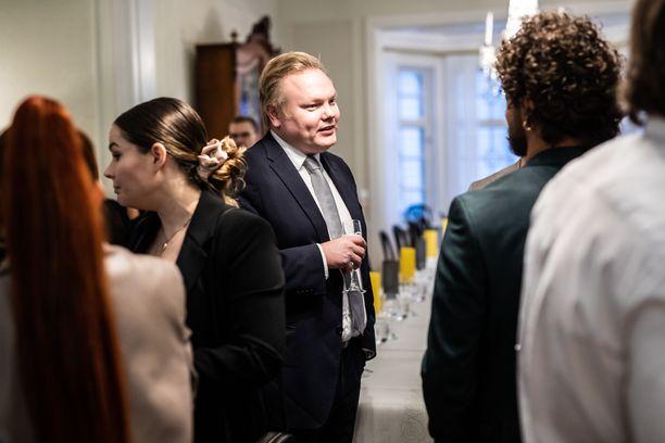 Ministeri Antti Kurvinen tapasi sunnuntaina musiikkialan ihmisiä Kesärannassa.