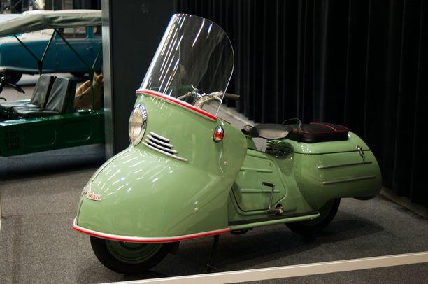 Vuonna 1954 julkistetty Maico Mobil suunniteltiin aikoinaan matkailukäyttöön, koska sen katteet suojasivat kuljettajaa ja matkustajaa paremmin kuin tavanomaisten skoottereiden.