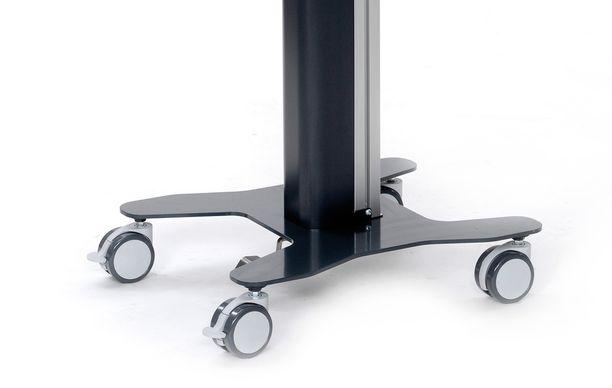 Työpisteessä on 360 astetta pyörivät pyörät, joissa lukittavat etupyörät.