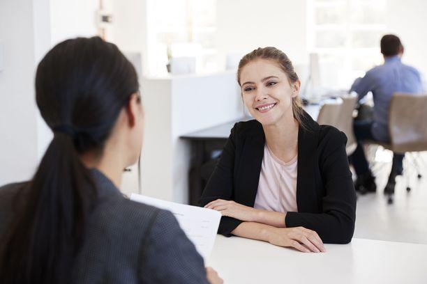 Työhaastattelussa kannattaa vastaamisen lisäksi myös kysyä. Se voi olla ratkaisevaa.