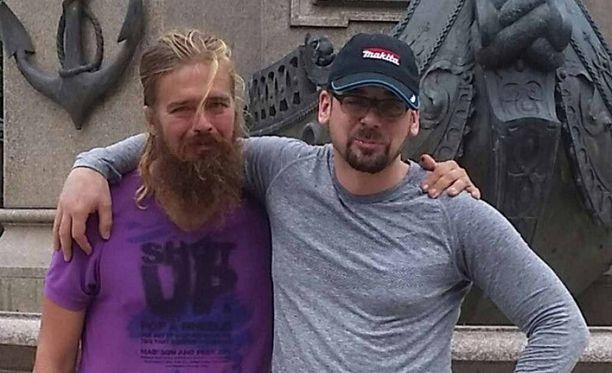 Nyt 39-vuotias Anton yhdessä veljensä Stefanin kanssa.